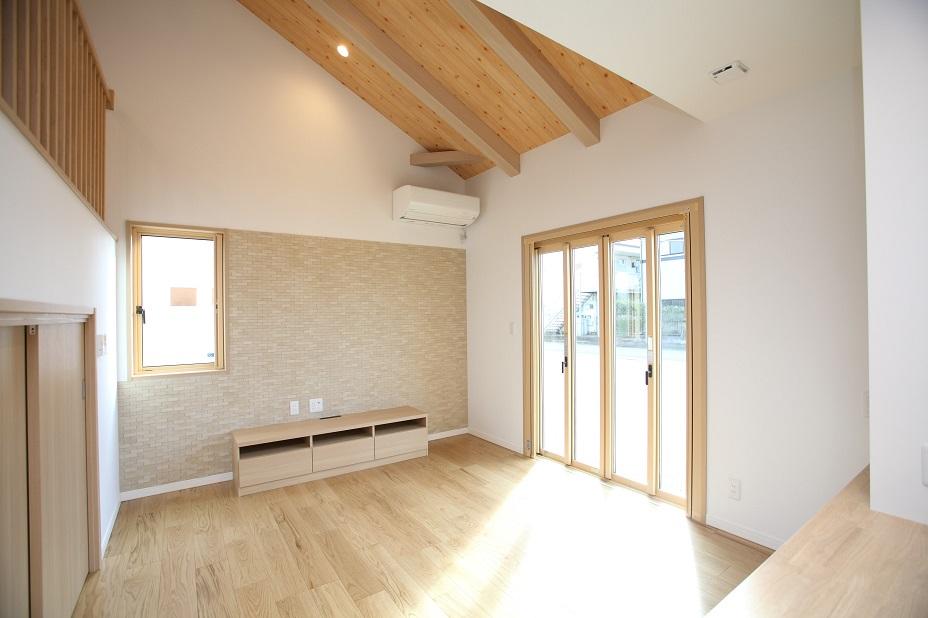 勾配天井が広々空間を実現