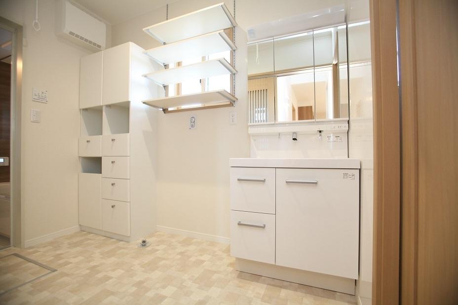 洗面脱衣室は広さを確保して充実の収納