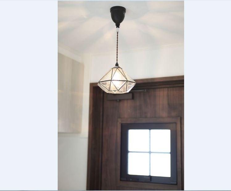 玄関の照明はかわいらいしペンダントライトを採用<br/> 毎日おうちに帰るのが楽しみになりますね*