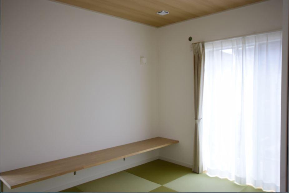 和室にはカウンターを設置<br/>お勉強をしたり家事をしたり、いろんなことに使用できます◎