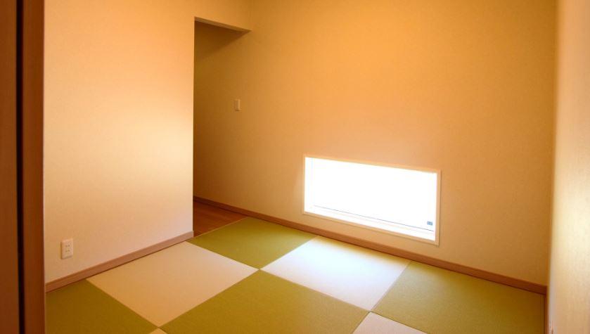 和室は落ち着きのある空間に仕上げました。<br/> タタミ:ダイケン清流シリーズ(銀白/若草)