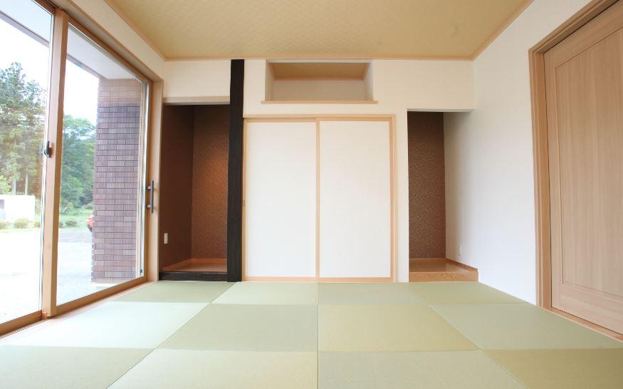 床の間や仏間、神棚を設置した独立和室<br/> 昔ながらの和室の良さも残しつつ、半帖畳でおしゃれな空間に<br/>銀白